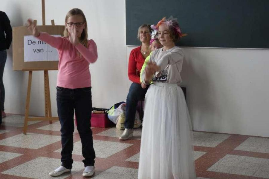 Juta en Améline dansen graag.